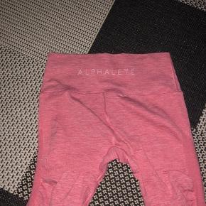Sælger disse lækre tights fra Alphalete, da jeg ikke bruger dem:( de er blevet brugt én gang.