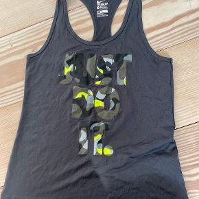 Nike top