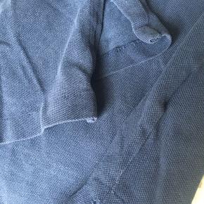 Der er rifter i slidsen begge sider. Men det ses jo ikkenede i bukserne 😅- ellers intet.