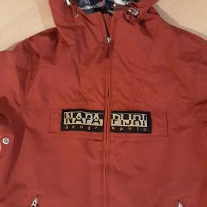 Lækker overgangsjakke/ regnjakke, brugt minimalt så standen er rigtig flot, 100kr