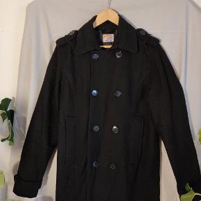 Flot herre frakke, god til vinter! Næsten aldrig brugt. Ingen fejl og mangler!  Pris fra ny 1000 kr.