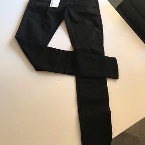 Jeans str. W 31 L 34. Slight . Girls mid waist super stretch .  Ny pris 1100kr aldrig brugt .
