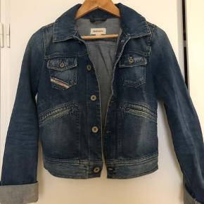 Retro demin jakke fra Diesel  Str. s