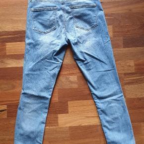 Lækre bløde 7/8 jeans, model Carmen regular skinny. Brugt få gange, desværre lige det mindste til mig 😢