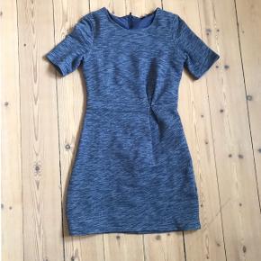 Kjole fra H&M str. small bortgives. Er godt brugt, men fejler intet, skal bare af med den, da jeg ikke længere får den brugt. Skal afhentes i løbet af næste uge (25/2-1/3) ellers ryger den til genbrug - først til mølle🙋🏼♀️