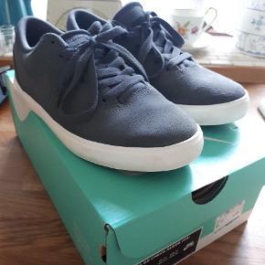 Super fede sneakers fra Nike str 36, brugt få timer.. 😊 Ny pris 450 kr.. 😊
