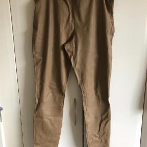 Varetype: læder leggings Størrelse: 44 Farve: Beige Oprindelig købspris: 5500 kr.