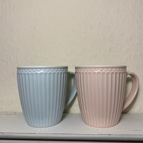 Hej! Jeg har disse 2 greengate kopper. De er farverne blå og pink. De er brugt meget lidt, men savner nu en ny ejer. Jeg sælger for 90kr samlet. Hvis du har nogle spørgsmål til kopperne, så spørg løs.  Tjek gerne mine andre annoncer ud for en masse billige ting!