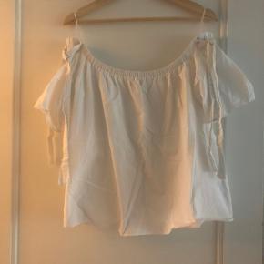 Off-shoulder skjortebluse med bindebånd på skuldrene
