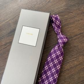 Tom Ford slips