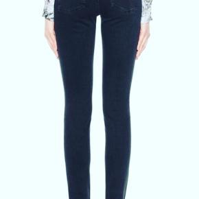 Meget flotte og næsten ikke brugte pin Black jeans ..  I str 29/32