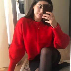 Næsten som ny sweater! Kan både hentes i Tranbjerg, mødes i Aarhus eller sender😊 send en pb så kan vi aftale nærmere