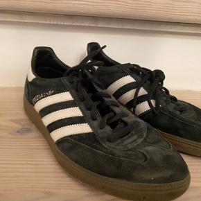 Sælger disse Adidas sneakers.  Størrelse 40 2/3. BYD endelig;)