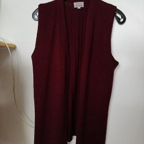 Fransa Vest bordeaux. Str large 1,men passer mest medium. 25 kr