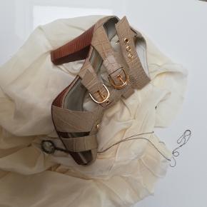 Miezko sandaler