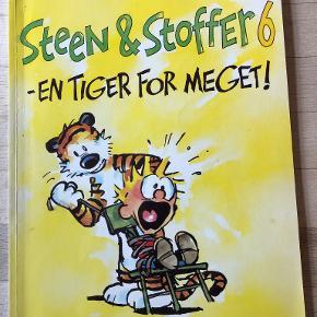 Steen & Stoffer 6 - En tiger for meget af Bill Watterson Tegneserie. En række humoristiske striber med den filosofiske dreng Steen og hans talende plystiger Stoffer. hft, kan sendes m DAO for 37,50 kr oveni til nærmeste udleveringssted