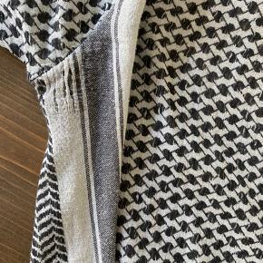 Bluse fra Cecilie Copenhagen. Sælges billigt pga slid