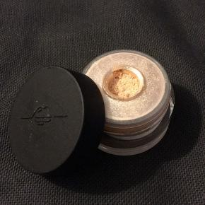 "Make Up For Ever Star lit powder ""Iridescent pearl"""