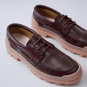 Sælger disse fede Acne Studios sko for min kæreste, da han desværre ikke kan passe dem. De er brugt 2 gange og det er ikke til at se. De er super fede. Nypris 2300 kr