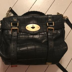 Black croc glassig Alexa bag  Rare style in good condition  Height: 22cm Length: 32cm Depth: 14cm
