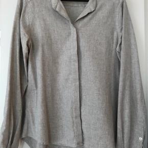 Varetype: Lækker skjorte Farve: Sølv,Beige
