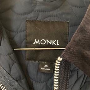 Virkelig fin Monki termo jakke. Ikke brugt ret meget da den er for lille.