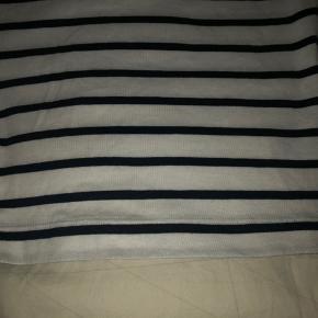 Blød og elastisk t-shirt. Brugt en gang.  Omkreds bryst liggende 90 cm Omkreds udstrakt 120 cm Fuld længde 68 cm  Bytter ikke...