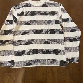 A BATHING APE BAPE milo langærmet T-shirt i samerbejde med NIGO KAWS