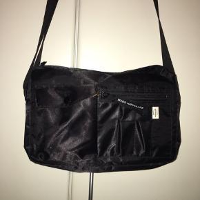 """Crossbody taske fra Mads Nørgaard i den populære model """"BEL AIR"""" sælges kun fordi jeg ikke får den brugt nok"""