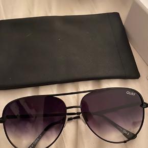 Quay solbriller købt i Los Angeles. Sender med dao