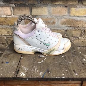 Vintage Nike sneakers  Hvid  Str 37,5 / 23,5 cm (Har et rødt skær, men ellers fin stand)