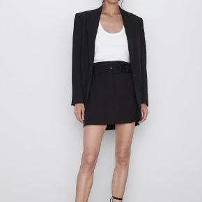 Byd på denne flotte sorte nederdel