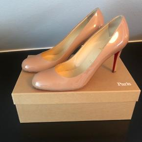 Simple pumps 8,5 cm patent calf nude