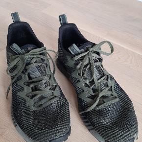 Brugt omkring 12 gange  Kan bruges som hverdag sneakers, men også som løbesko