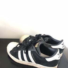 Fede sneakers fra Adidas. Str 40. Brugte men fin stand!