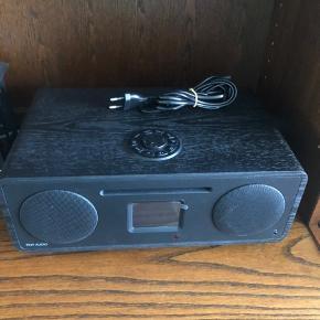 Tivoli Audio Med cd-afspiller, bluetooth og meget mere!  Nypris 3.000,-  Aldrig brugt! Min mormor og morfar købte den ved en fejl.