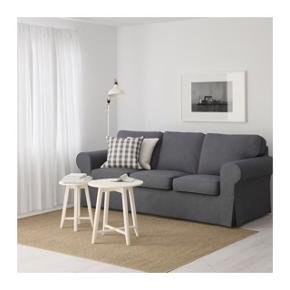 Jeg sælger min dejlige 3. pers. EKTORP sofa i farven nordvalla mørkegrå, da jeg ikke længere har plads til den pga. flytning 😊Den er et par år gammel, men i pæn og vedligeholdt stand. Ikke-ryger hjem. Betrækket kan tages af og vaskes. Nypris 2.799 kr. Byd gerne 🤗 Kan afhentes i Vangede, Gentofte Kommune