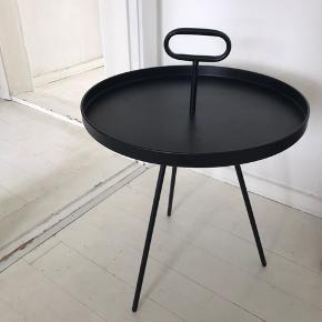 Fint bakkebord ✨ Let brugt, har et lille brugsspor (se billede 2)