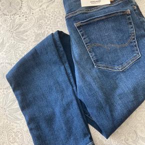 2 par bukser. Fejlkøb. Et par ubrugt det andet er brugt og vasket en gang.  Begge for 200kr str EU 32/43