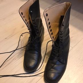 Vintage-støvler fra Marco Uno. Ægte lækkert læder-snørestøvle. Ikke stor str. 37 (der står 38 i dem!).  Kan afhentes i Odense V.  Se også mine mange andre annoncer - jeg giver mængderabat 😊