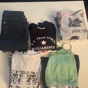 Tøjpakke str 134/140 ☺️ Tøjet er brugt, men uden huller og pletter. Pakken indeholder kjole, jeans, trøjer, langærmede bluser, toppe og t-shirts 🌸