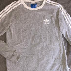 Sælger min langærmede Adidas bluse, fejler intet  Tager gerne imod bud💞