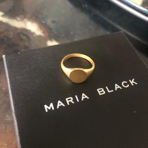 Maria Black signet ring. Brugt 2 gange. Unisex Str 64