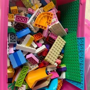 2 kg LEGO frindes da tilhøre hæfter med til dette.. kan afhentes i Aalborg eller Aarhus efter aftale