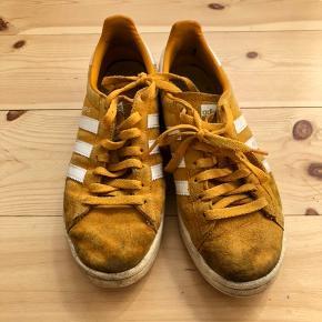 Rigtig fine sko, er godt brugte me har stadig nogle år i sig. Man kan eventuelt vaske dem i vaskemaskinen