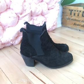 Pavement støvler, fremstår som nye.