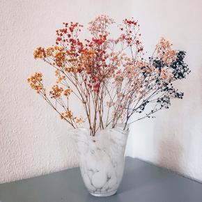 Så sød vase uden skår perfekt til tørret blomster 🥰💕   Sender gerne 💌