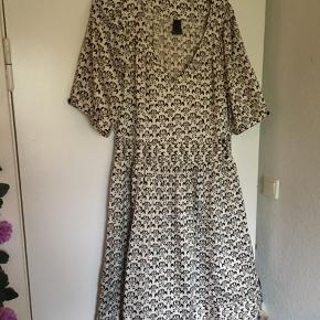 Rigtig sød kjole i stof der liner silke