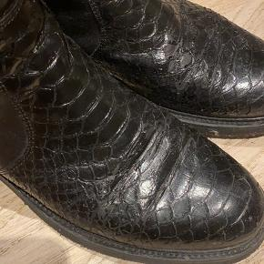 Flotte og velholdte Billibi støvler. Der er dog få slidspor øverst på skoen Se vedhæftede billeder