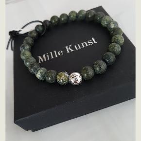 Herre armbånd af grønne stenperler og kugle i sterling sølv. Fåes i flere størrelser